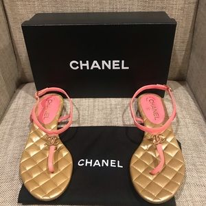 NIB Chanel $695 Coral Quilted Logo Sandals, SZ 37